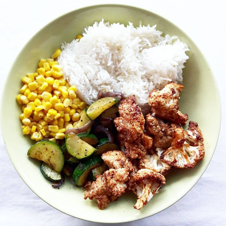 For dinner today I made basmati rice with BARBECUE CAULIFLOWER WINGS from the oven, corn and fried zucchini with red onions and black pepper. #vegan #veganfood #veganfoodshare #whatveganseat #plantbaseddiet #highcarblowfat #highcarb #lowfat #hclf #hclfvegan #mcdougalldiet #starchsolution #carbs #vegansofig #instadaily #instagood #eatsimple #cleaneating #plantbased #crueltyfree #healthy #delicious #pictureoftheday #bestofday #2000likes