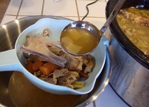 How to make Turkey Broth in Slow Cooker - Turkey Leftovers