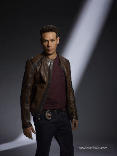 Lucifer - Promo shot of Kevin Alejandro
