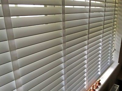 MADE-TO-MEASURE-WOODEN-VENETIAN-BLIND-WHITE-WITH-TAPES-REAL-WOOD-50MM-SLATS