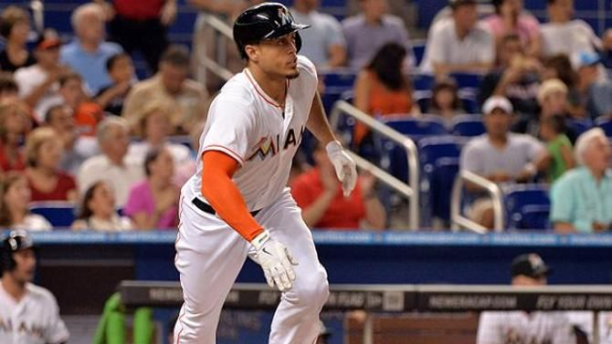 Report: Marlins offering Giancarlo Stanton record $300M contract