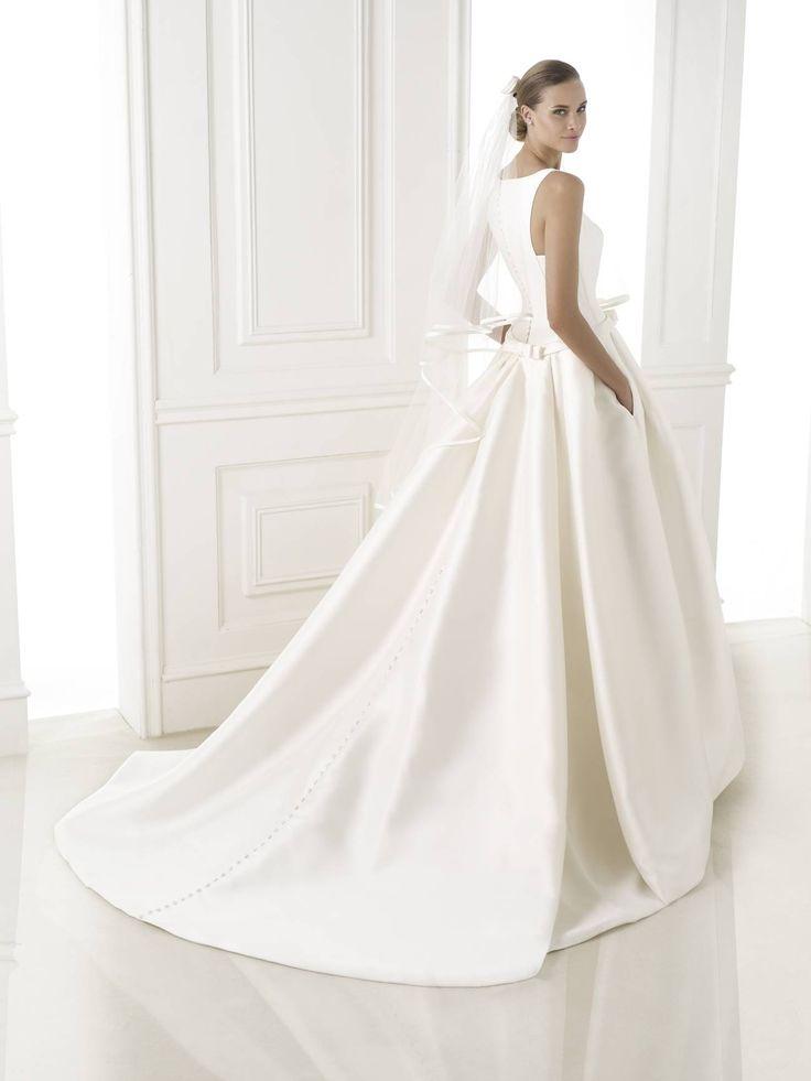Barcaza - Pronovias 2015 kollekció - Esküvői ruha szalon - Menyasszonyi ruha kölcsönzés – LaMariée Budapest http://lamariee.hu/eskuvoi-ruha/pronovias/barcaza