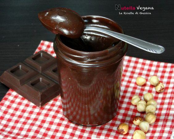 Ricetta per preparare in casa LA NUTELLA VEGANA anche BIMBY. Crema di nocciole senza latticini. Crema dolce al cioccolato per intolleranti ai latticini.