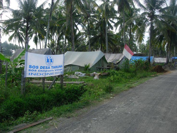 Tenda pengungsian yang didirikan SOS Children's Villages