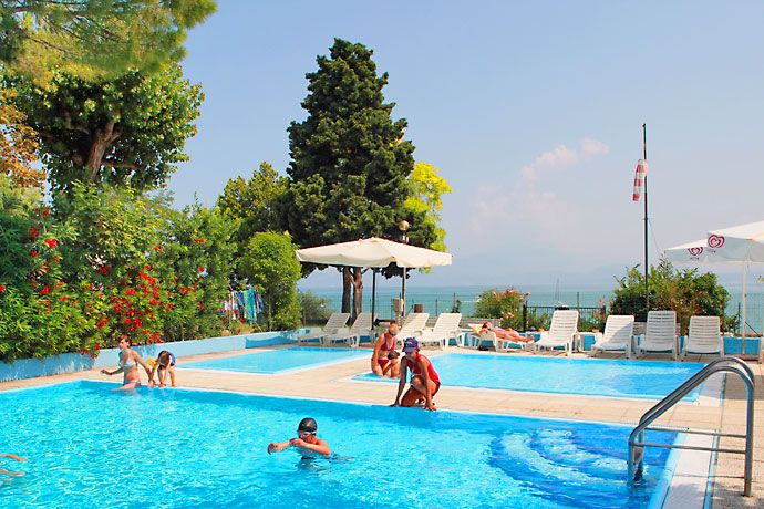 Camping Bergamini - Peschiera del Garda ... Garda Lake, Lago di Garda, Gardasee, Lake Garda, Lac de Garde, Gardameer, Gardasøen, Jezioro Garda, Gardské Jezero, אגם גארדה, Озеро Гарда ... Welcome to Camping Bergamini Peschiera del Garda. Camping Bergamini is a family run facility established in 1954. The result of over 50 years experience is an offer of kindness and understanding the needs of our guests, with a personal touch often missing at more commercia