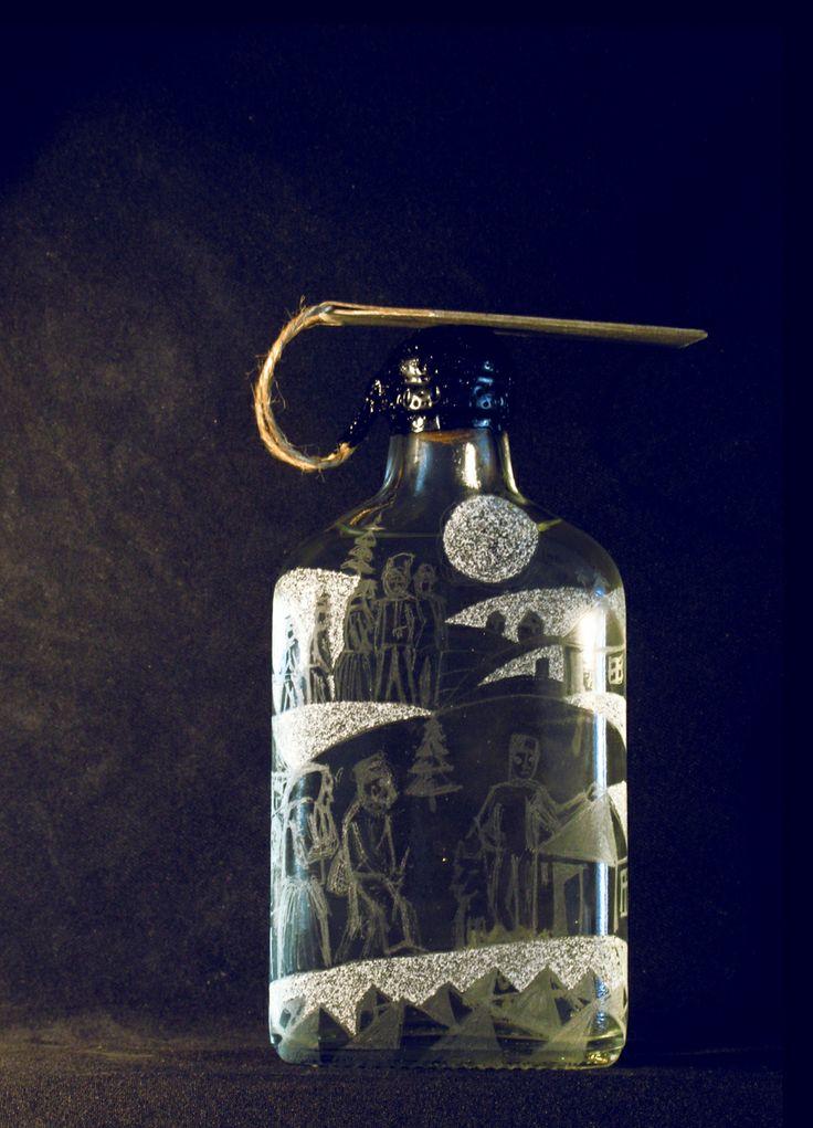 Sticla gravata umpluta cu horinca de mere, facuta de Rus Vasile.