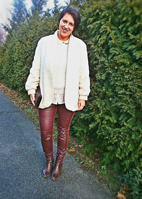 VGRV blog, white faux fur, burgundy pants with leather details, burgundy shoes, marsala, vintage clutch, white knitted sweater, white blouse, layering