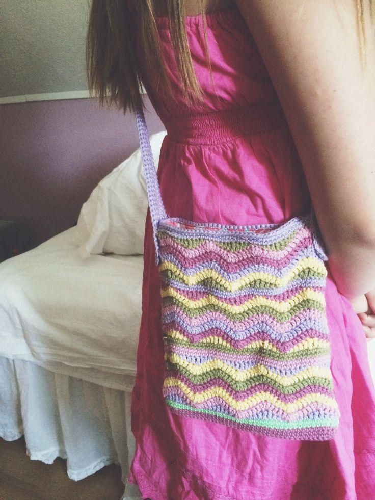 Min virkade väska / mobilväska som jag gjort till dottern.