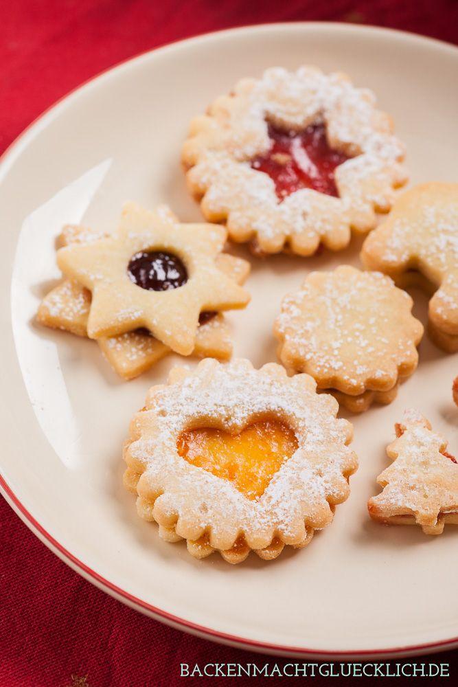 Gelingsicheres Spitzbuben-Rezept meiner Uroma. Die gefüllten Weihnachtsplätzchen sind auch unter den Namen Terrassenplätzchen bekannt.
