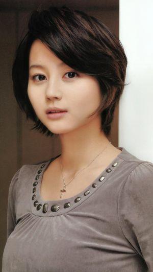 丸みのあるシルエットの綺麗目ショート♡ 堀北真希のショートヘア一覧。