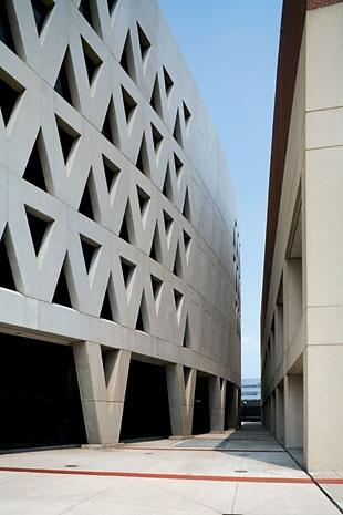 Bernard Tschumi Architects, Richard E. Lindner Athletics Center, University of Cincinnati, Cincinnati, Ohio, USA