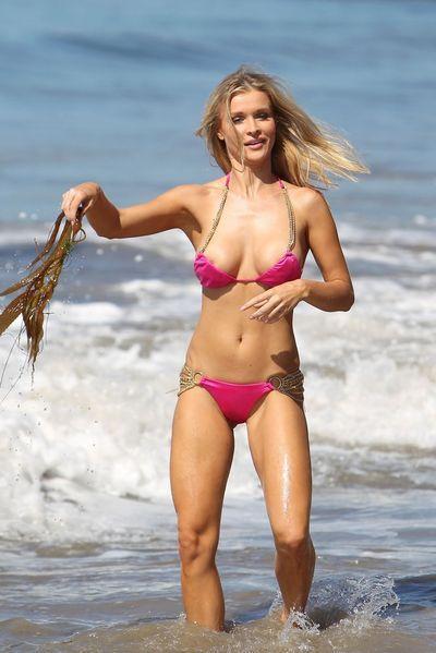 Joanna Krupa | Bloopers, Malfunctions, Nip slips, up