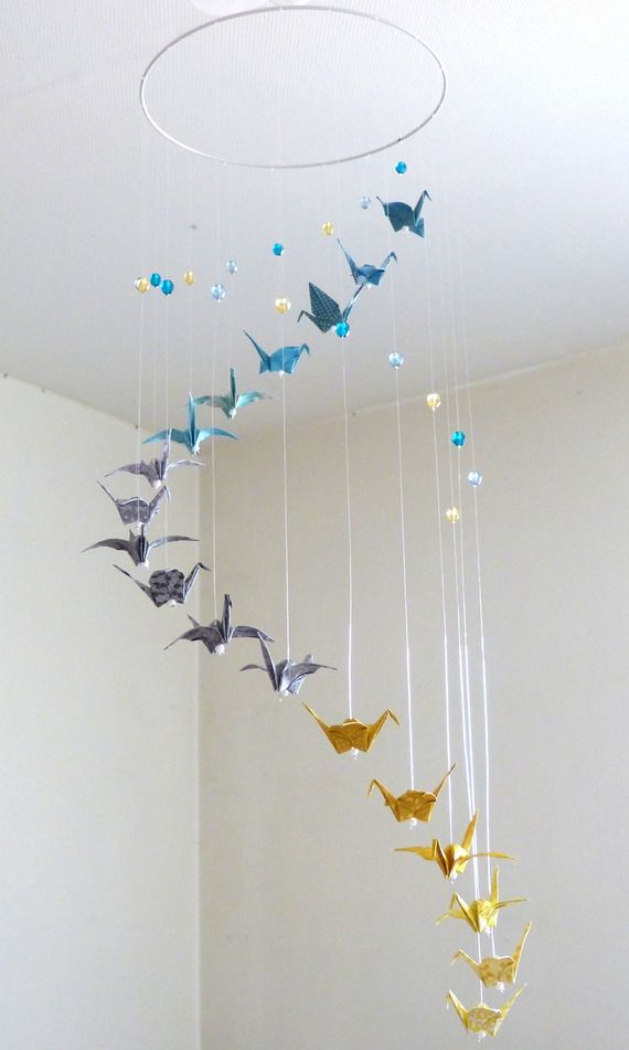 "Mobile bébé origami ""Spirale"" bleu, gris, jaune, Grues et perles"