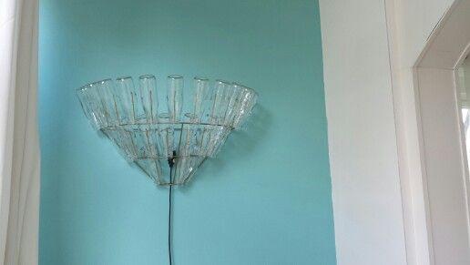 Ook in het nieuwe huis en na ongeveer 15 jaar nog steeds blij met #leitmotiv #flessenlamp!