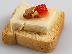 Double Cream Brie Strawberry Walnut Mini Toast11