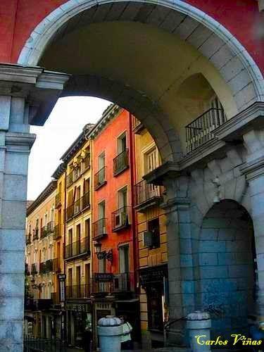 Plaza Mayor. Arco de la calle Felipe III. Madrid