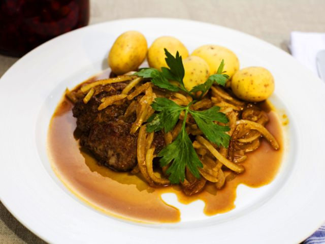 Pannbiff med lök (kock Leif Mannerström)  Gör stora batchar med detta och köttbullar som man sedan fryser in i portionsförpackningar