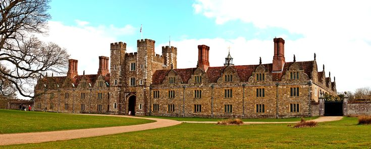 Knole is an English country house in the town of Sevenoaks in west Kent...