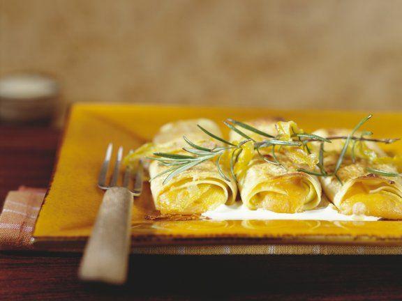 Ihr liebt Kürbis und Pasta? Dann unbedingt die herbstsüßen Cannelloni mit Kürbisfüllung ausprobieren! |Zubereitungszeit: 1h |http://eatsmarter.de/rezepte/cannelloni-mit-kuerbisfuellung