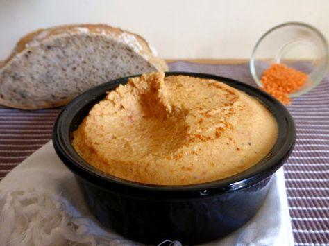 TARTINADE DE LENTILLES CORAIL ET TOMATES SÉCHÉES Pour 1 grand bol (4/6 personnes) Cuisson: 15 minutes Préparation: 10 minutes 200 g de lentilles corail (bio chez moi) 4 pétales de tomates séchées à l'huile d'olives 1 cuillère à soupe d'huile d'olives 2 cuillères à soupe de crème de soja* 1 petite gousse d'ail Cumin en poudre (ou une autre épice) Sel, poivre Paprika moulu (facultatif)
