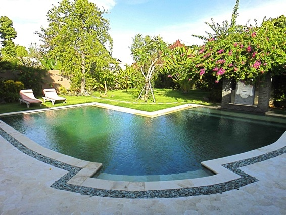 Villa Purple counts three rooms, one with garden view, and the other two are accessible by the terrace that leads to the swimming pool......