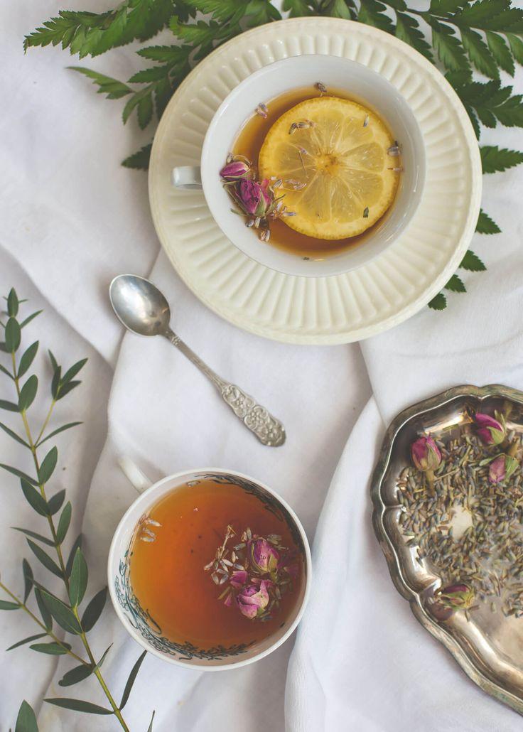 [ Earl Grey te med lavendel & ros ] 6 koppar. 6 tsk Earl Grey / 2 msk lavendel / 2 msk torkade rosblad | Blanda alla ingredienser och portionera ut i tesilar, eller låt allt dra i en kanna, i cirka fem minuter. Servera gärna ihop med en skiva citron.