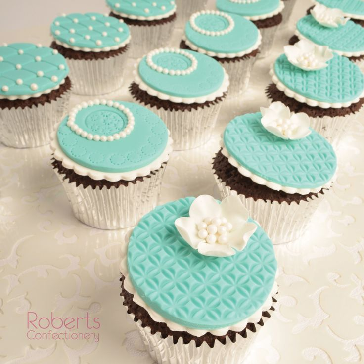 Made with Satin Ice Turquoise and Roberts Confectionery Chocolate Mud Cake Mix.