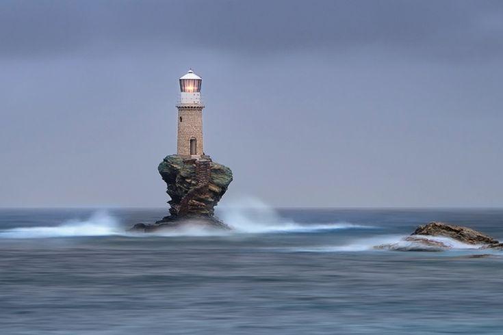 7700910-R3L8T8D-900-amazing-lighthouse-landscape-photography-103