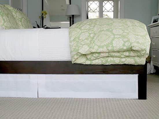 Utilisez les tringles extensibles pour cacher le dessous de votre sommier.