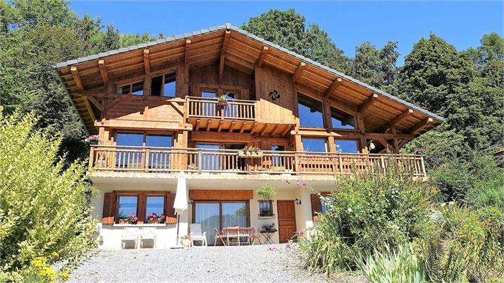 Magnifique chalet à vendre chez Capifrance à Samoens.    250 m² habitables, 11 pièces, 7 chambres, classé 5 étoiles : idéal pour la location.    Plus d'infos > Sonia Chaluleu, conseillère immobilier Capifrance.