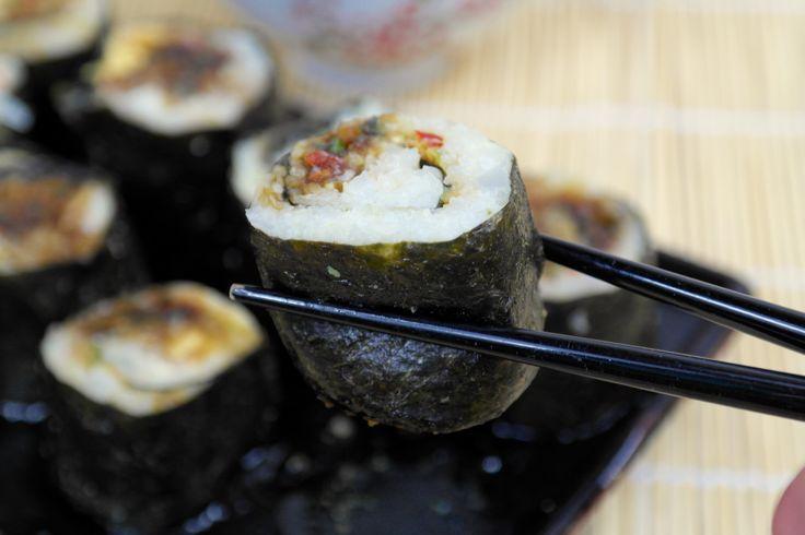 Ik ben de Japanse keuken aan het ontdekken, en bedenk op de lekkerste gerechten mijn eigen meukvrije varianten. Zoals deze sushi ! In plaats van rijst heb