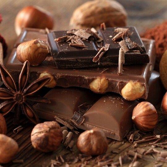 Buna dimineata! Azi este ziua internationala a ciocolatei! Fiti dulci!:))) Vezi reteta mea preferata pe www.emmazeicescu.ro ❤