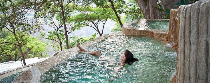 Hoteles para hospedarte en las Grutas de Tolantongo . Te compartimos la lista de hoteles en los que te puedes hospedar en las Grutas de Tolantongo y disfrutar al máximo de este oasis natural en el estado de Hidalgo.