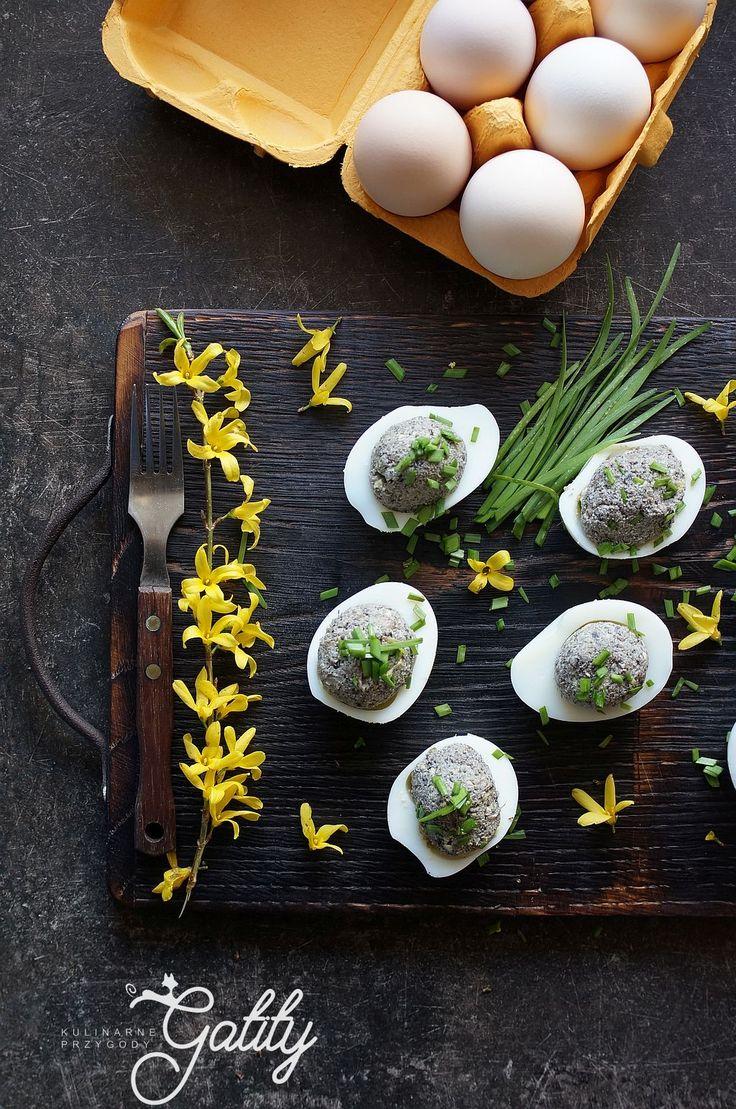 Kulinarne przygody Gatity - przepisy pełne smaku: Faszerowane jajka z pieczarkami, czosnkiem niedżwi...