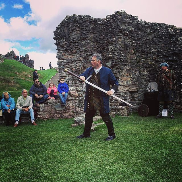 It was incredible to have a traditionally trained Scottish clansman demonstrate the correct way to use highland weapons as they would have hundreds of years ago. All this set in the beautiful Urquhart Castle Ruins on Loch Ness.  #urquhartcastle #urquhart #scotland #scottish #highlands #warrior #demonstration #castle #scotlandtrip #tartan #weaponry #scottishweapons #history #lochness #sightseeing #tour #walk #instadaily #instagood #tourist #travel #wanderlust #travelphotography #igtravel…