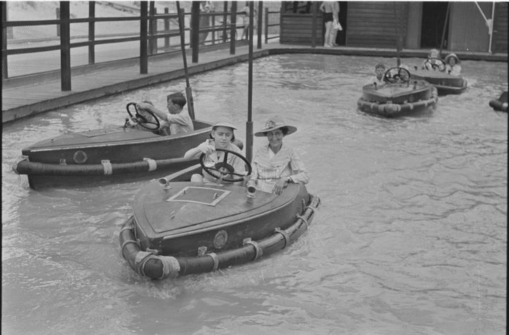 128364PD: Scooter boats at Cottesloe, 1939 https://encore.slwa.wa.gov.au/iii/encore/record/C__Rb3348176