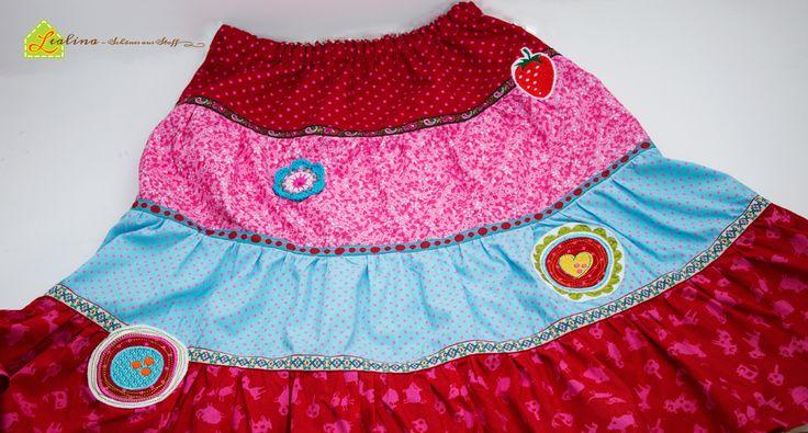 Kunterbunter Stufenrock Lisann (Farbenmix) für den Frühling. :-) Meine Mädels lieben Röcke in allen Farben und Formen, daher müssen wir für den Frühling den Kleiderschrank dringend wieder auffrischen. ;-)