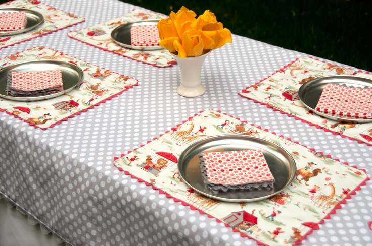 Aesthetic Nest: Sewing: Rickrack Napkins and Placemats (Tutorial at Kirtsy)