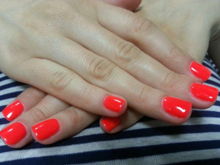 Neonowy manicure hybrydowy