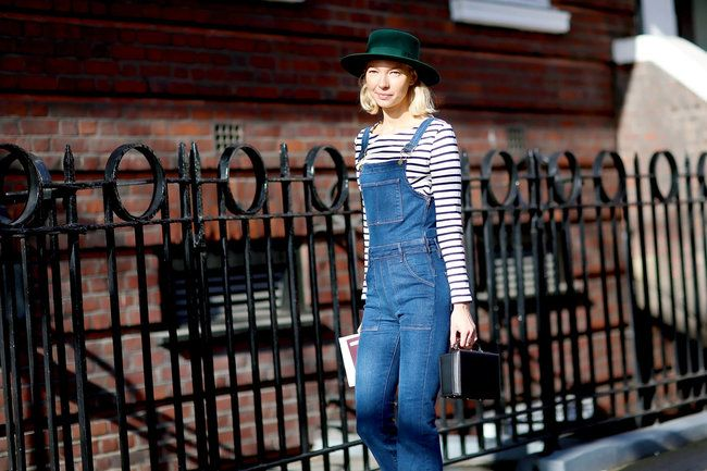 Jeanslatzhose. © Jessie Bush (Street-Style, London Fashion Week Februar 2015).