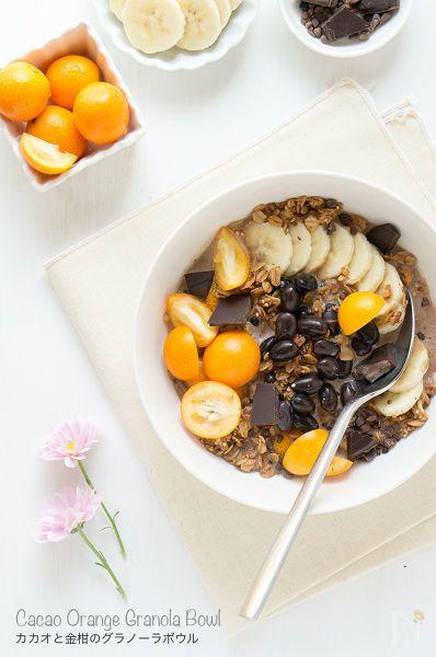 手作りグラノーラに、バナナ、金柑、黒豆、ダークチョコレートをトッピングして、カカオ味の豆乳をかけていただきました^^。    オレンジチョコレート味のかんたんおやつレシピ