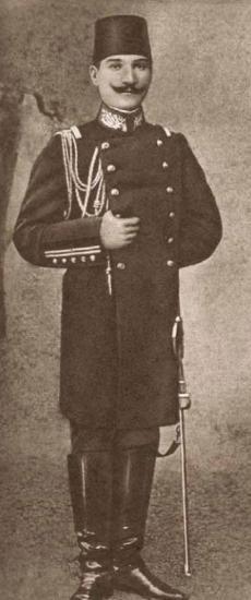 1881-1915 yılları arası Atatürk albümü. Kurmay Yüzbaşı Mustafa Kemal, İstanbul, Ocak 1905.