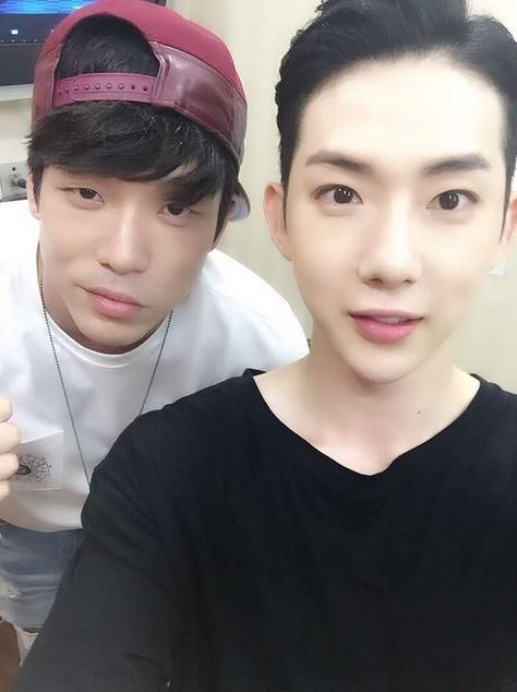2AM's Changmin Supports Band Mate Jo Kwon In 'Chess' Musical - http://imkpop.com/2ams-changmin-supports-band-mate-jo-kwon-in-chess-musical/