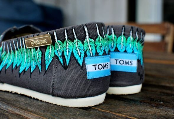 It's pretty cool(: / Toms Shoes OUTLET...$20! Holy cow, I'm gonna love this site