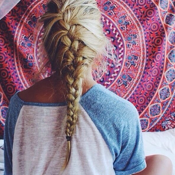 messy french braid. Love the tapestry in the background #braid #hair