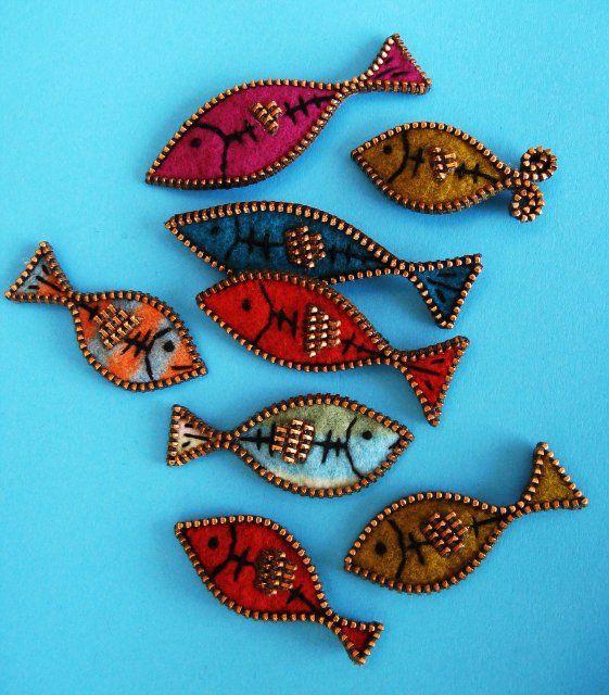 Felt and zipper fishies. Would make fab broaches / hair slides...