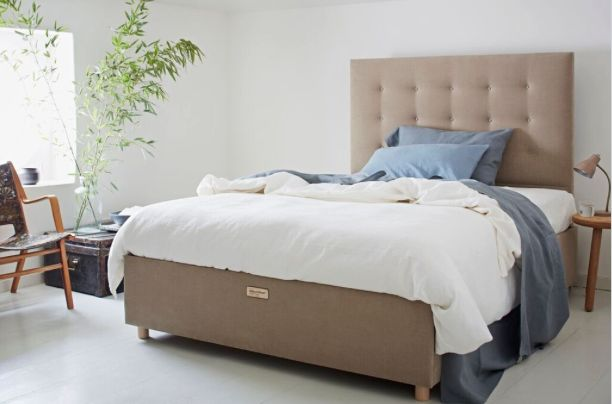 Eva Bed The Eva has a hand-made, shallow-buttoned headboard and an Ottoman-style base which lifts completely to reveal ample under- bed storage.