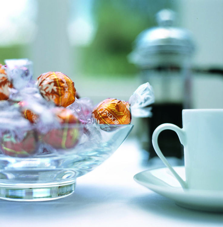 Co dobrého ke kávě? #chocolate #caramel #Lindt #lindor