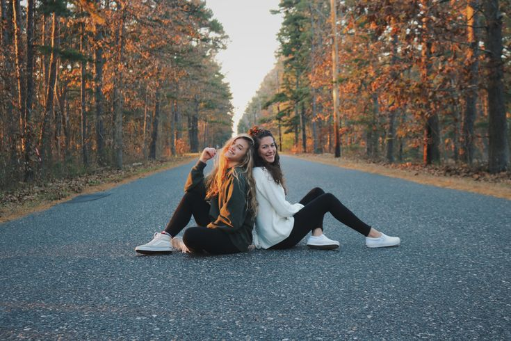 Best Friend Photoshoot Poses! – Marie