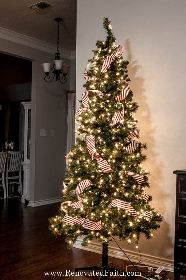 Easiest Way To Add Ribbon To A Christmas Tree Simple Ribbon Hack Christmas Tree Ribbon Garland Christmas Tree Decorations Ribbon Ribbon On Christmas Tree